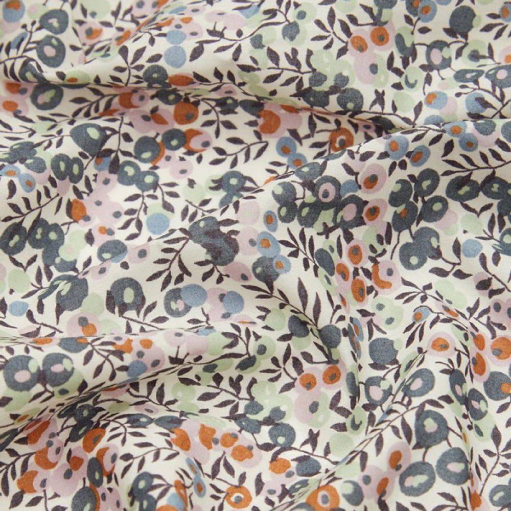 Wiltshire creme Organic Tana Lawn™ Cotton - Liberty Fabrics